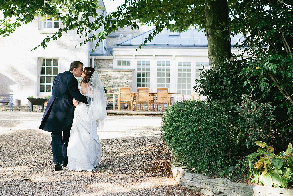 modern wedding photography west midlands%0A Great Tythe Barn wedding by Kristy Field Photography