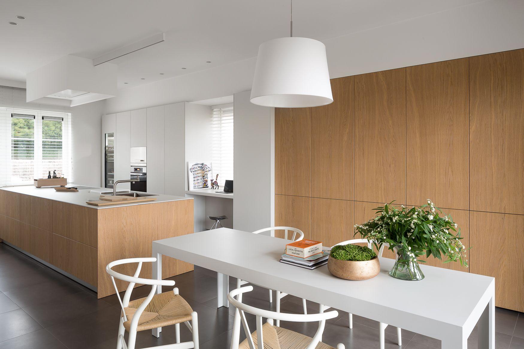 Afwerking Witte Keuken : Bulthaup b3 keuken combinatie van witte en houten afwerking