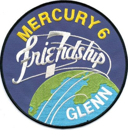 The Souvenir Patch Depicts The Friendship 7 Flying Over Earth S Neighborhoods Three Trails Of Silver Circle The Space Exploration Space Patch Project Mercury