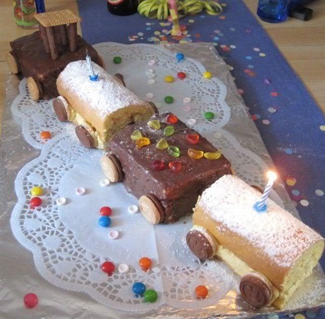 Zug Kuchen Mit Runden Und Eckigen Waggons Cakes Decorati Ns