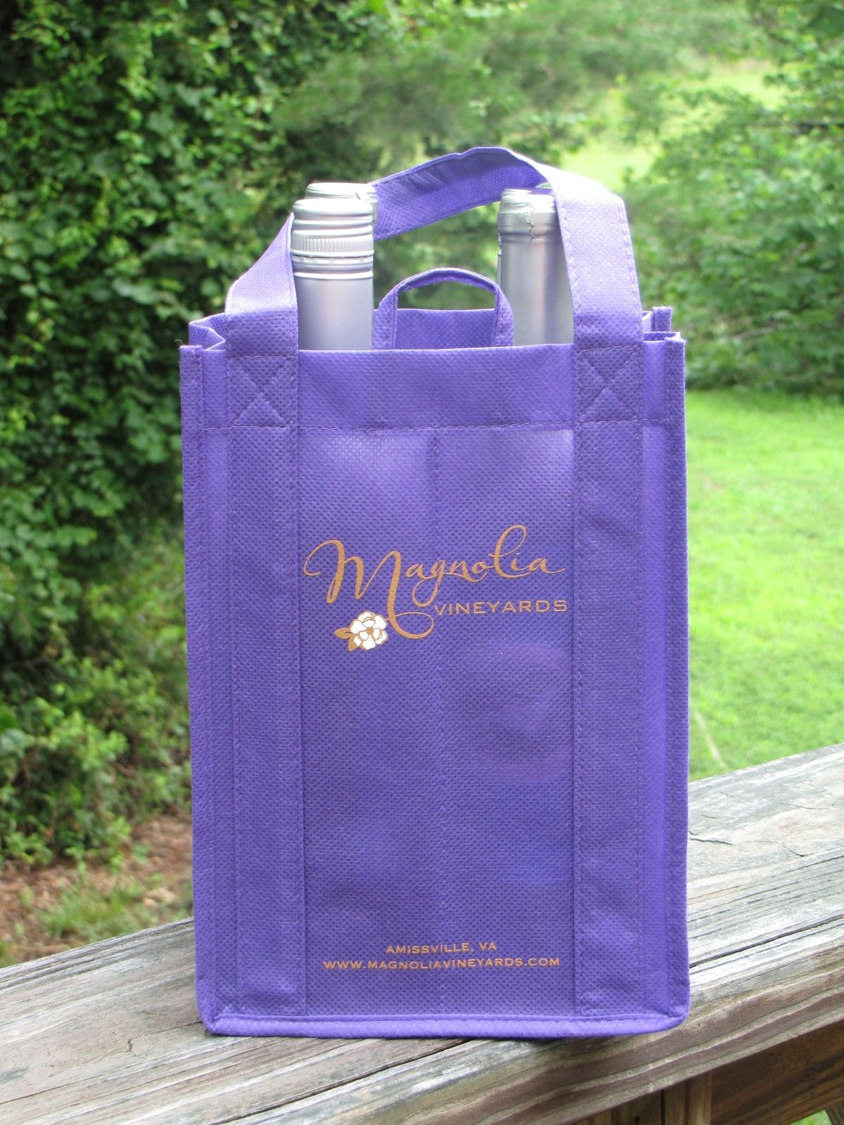 Four bottle wine tote, we offer 23 fabric choices, 2 color front and back.  Also in 1,3 and 6 bottles. Great for wineries, breweries or juciers.  ppova.com
