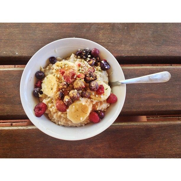 Almond milk oats//banana//frozen berries// hemp seeds//cinnamon