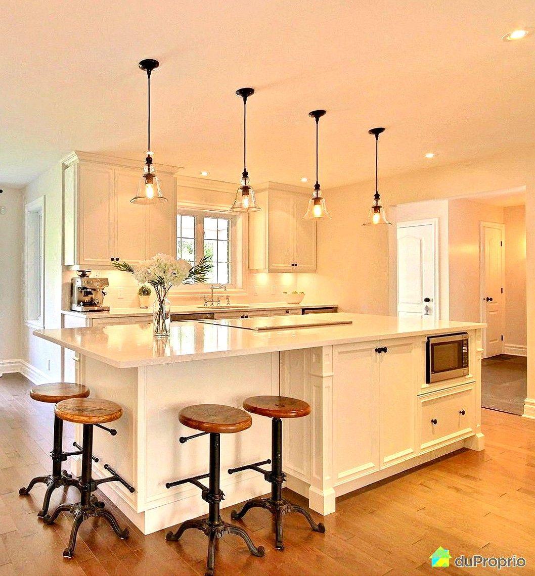 quelle belle cuisine ! cuisine blanche avec touche de noire