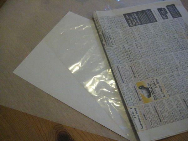 Von links: Backpapier, Kopierpapier, Folie, Zeitungspapier