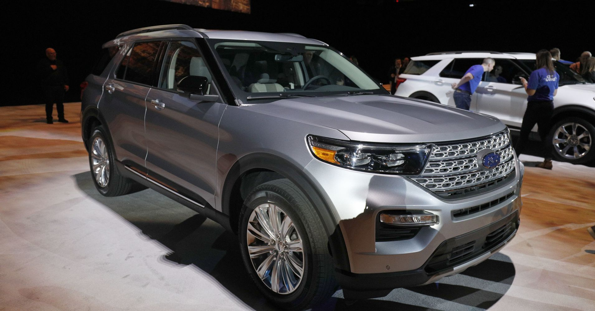 Ford Unveils The New 2020 Explorer The Popular Suv S First Redesign In 8 Years Detroit Auto Show Popular Suvs Sports Cars