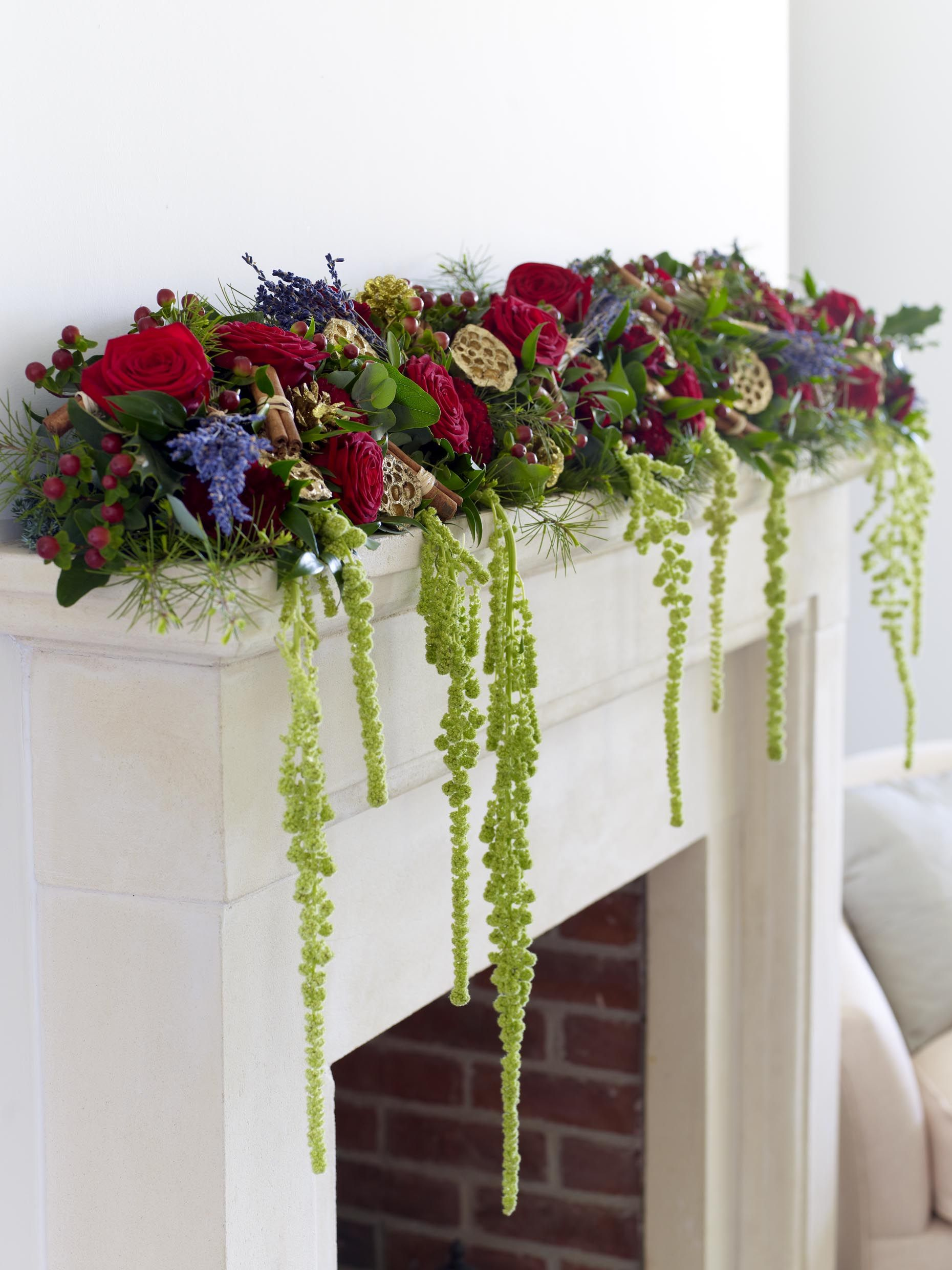 A beautiful festive garland is the ideal way to dress your fireplace