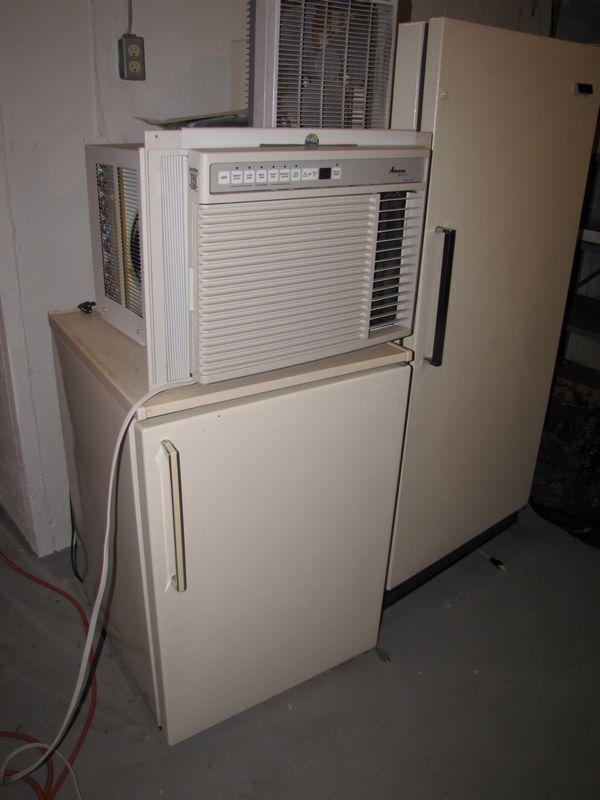 Frigidaire upright freezer 16 cu  Ft