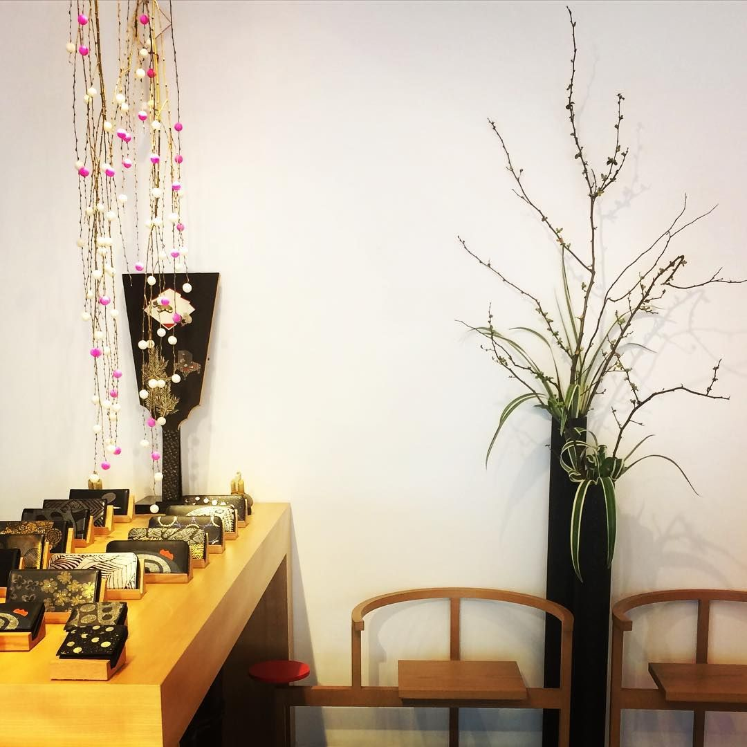 今日から坂本これくしょんも営業しております 今年もよろしくお願い致します 坂本これくしょん 正月飾り 餅花 ボケの花 蒔絵 sakamotocollection urushi instagram posts instagram