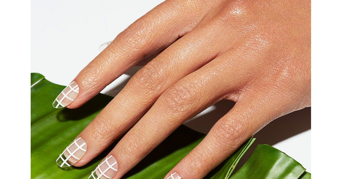 Trends For Short Natural Christmas Nails In 2020 With Images Best Press On Nails Press On Nails Christmas Nails
