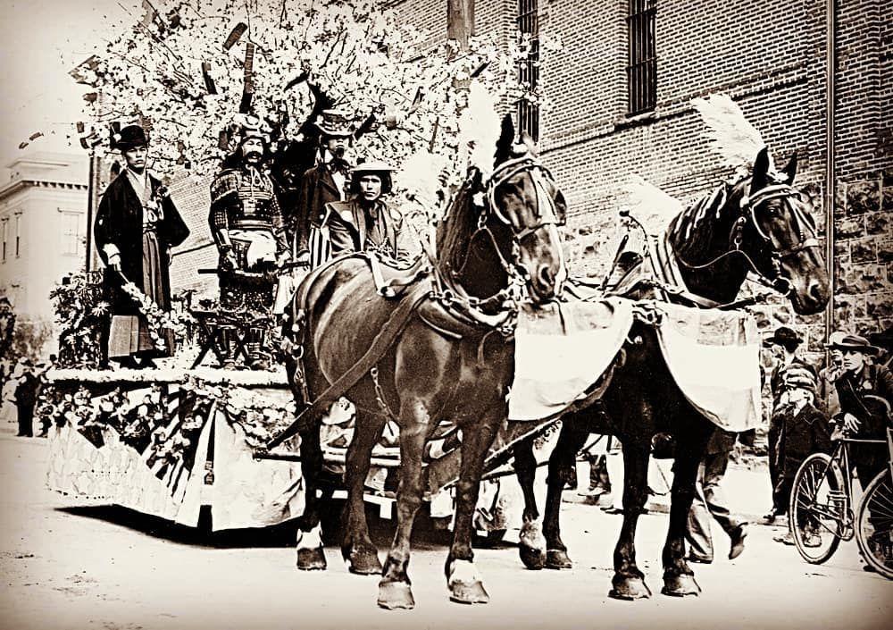 Japanese float at 1908 Rose Festival parade, Portland, OR. . - Oregon Historical Society: 56162 - Oregonencyclopedia.org . . . . . . . . . . #oregon #history #pnw #pacificnorthwest #blackandwhite #photography #exploreoregon #traveloregon #oregonhistory #animals #parade #horse #japan #japanese #float #samurai #rosefestival #portland #pdx #portlandoregon #trees #harness #sword #侍 #kabuto #sode #kote #kusazuri #maedate #にほん
