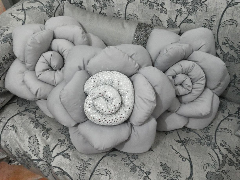 Forme Cuscini.Cuscino A Forma Di Rosa Grigio Sbrilluccichio Doubleface Con
