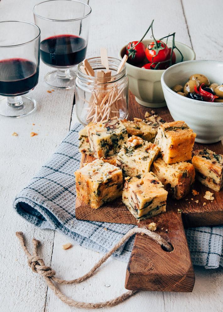 Hartige cake met kaas, spinazie, walnoten en ui - Uit Pauline's keuken