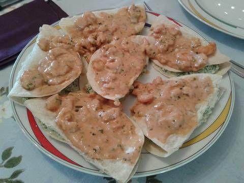 Crepes de espinaca camarones con salsa rosa Receta de MARALA - Cookpad
