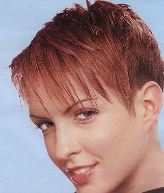 Coupe de cheveux courts roux