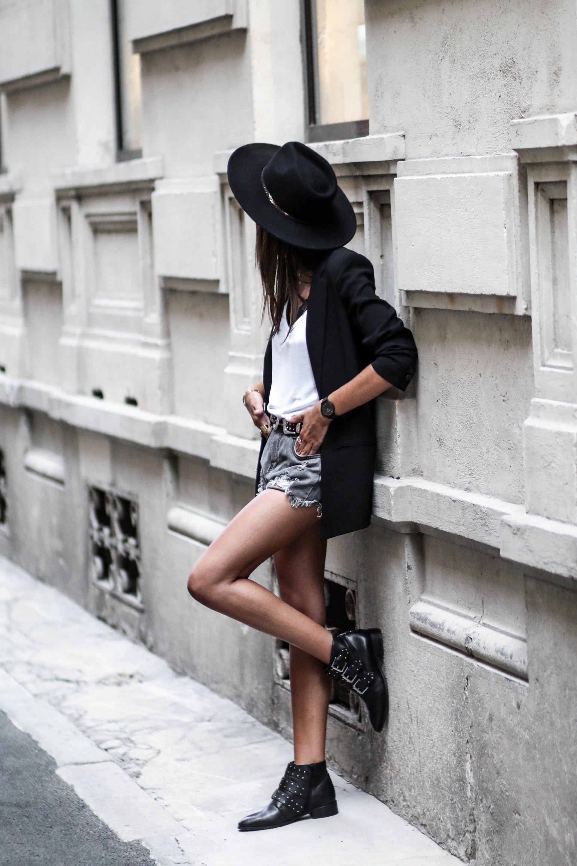 Junesixtyfive Look Tendance Automne 2016 Chapeau Short En Jean Gris Bottines à Clous Tenue éditoriaux De Mode Mode Vetement