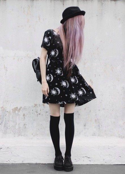 Aliens dressed in black