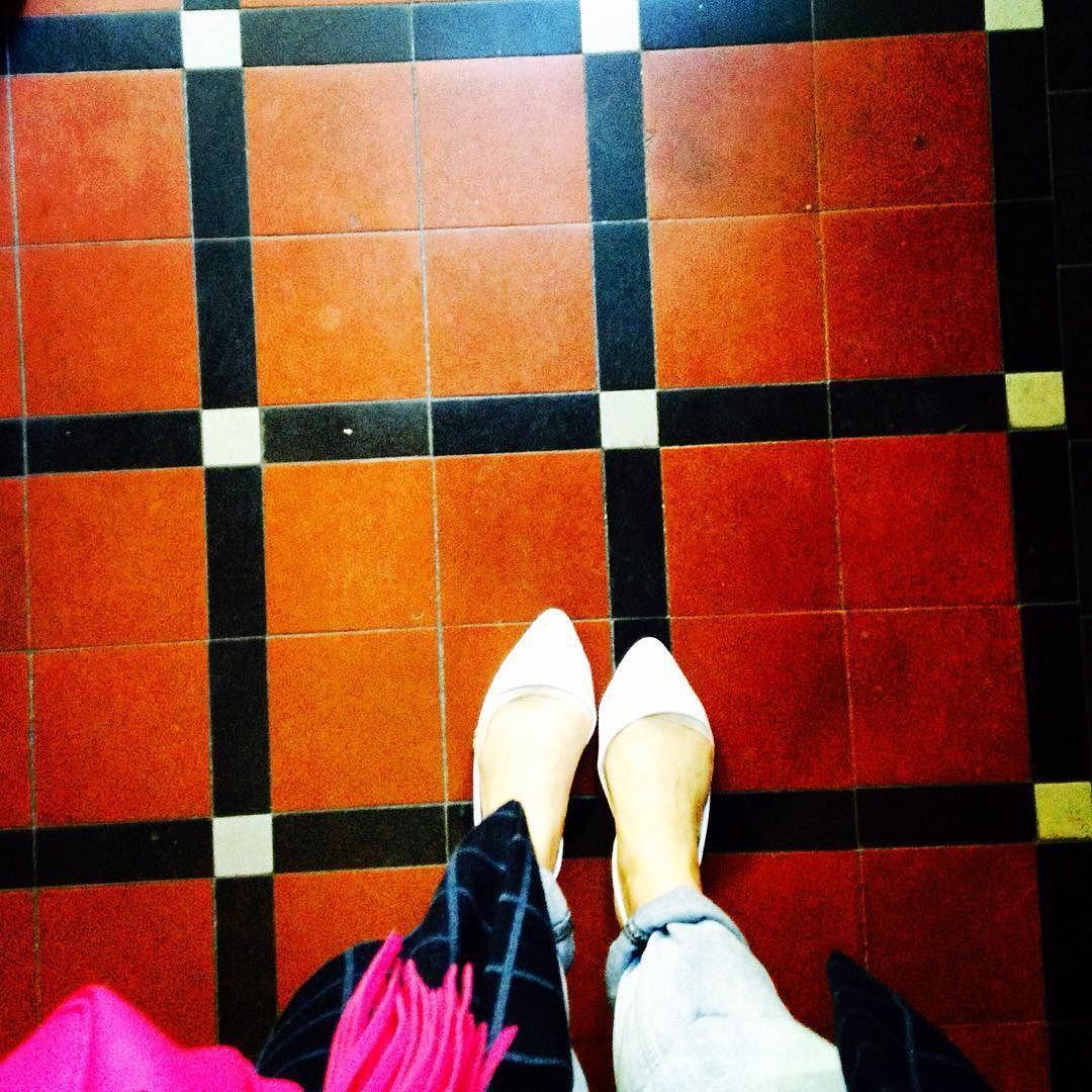 Kraków ul. Batorego #photo#lookingdown#vintage#kafle#iliketiles#ilovetiles#ihavethisthingwithtiles#ihavethisthingwithfloors #floor#floorcore#fromwhereistand#floorsthatilove#tile#tiled#tiles#tilelove#tileaddiction#tileporn#cementiles#oldbuldings#staircase#oldschool#poland#kraków#krakowfloors#pattern#tilepattern by krakowfloors