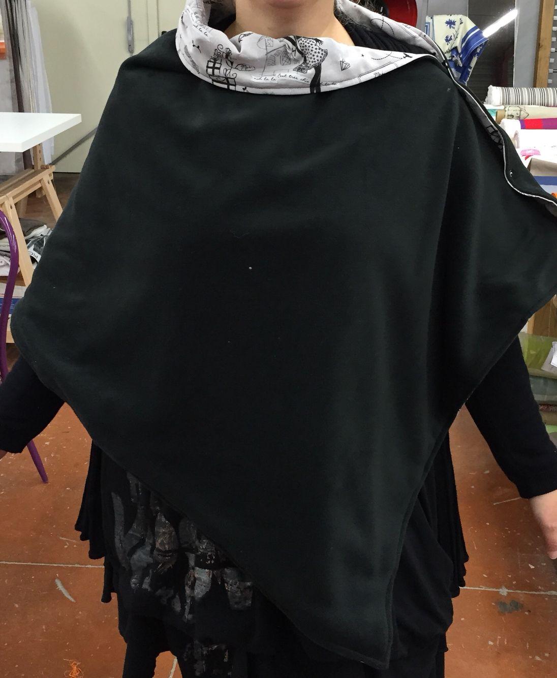 3c6b823e923 Poncho polaire et Coton petite robe noire