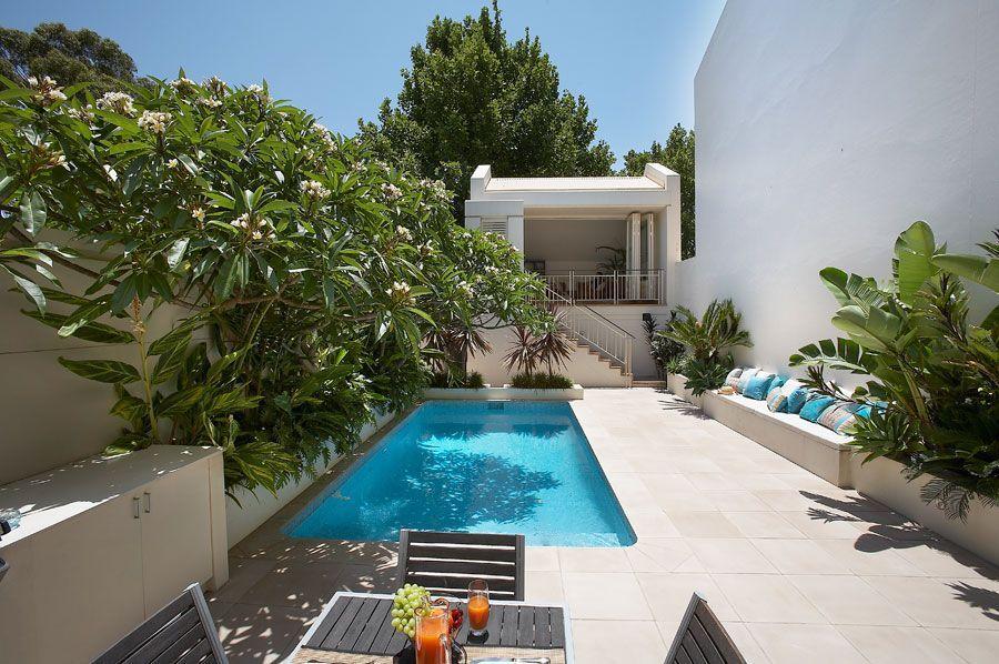 Dos jardines peque os y modernos con pileta jardines for Pileta jardin pequeno