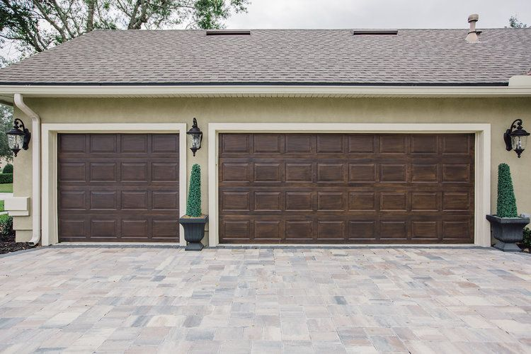 Faux Woodgrain On Garage Doors By Artistic Finishes Of North Florida Limepaint Limeplaster Mineral Minera Garage Door Design Artistic Finishes Lime Paint