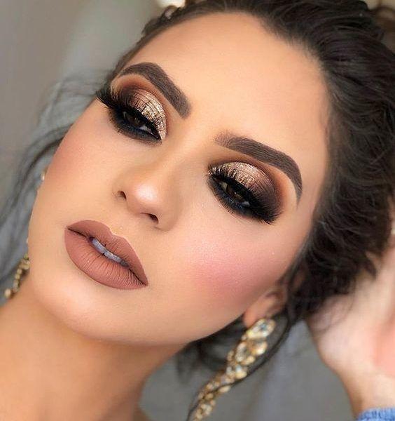 Maquillaje Para Fiesta De Dia Un Look Dramatico Para Maquillar Tus Ojos Para Maquillaje De Ojos Fiesta Maquillaje De Ojos De Noche Maquillaje Ojos Dorados