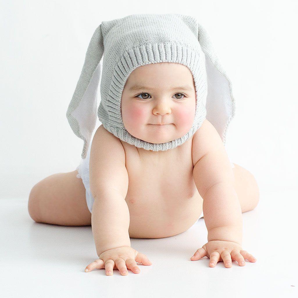 Gorro de punto conejo. Gorrito de punto gris con orejas de conejito. Ideal  para ponerle al bebé en los paseos o para hacerle fotos divertidas. 6b406ae7578