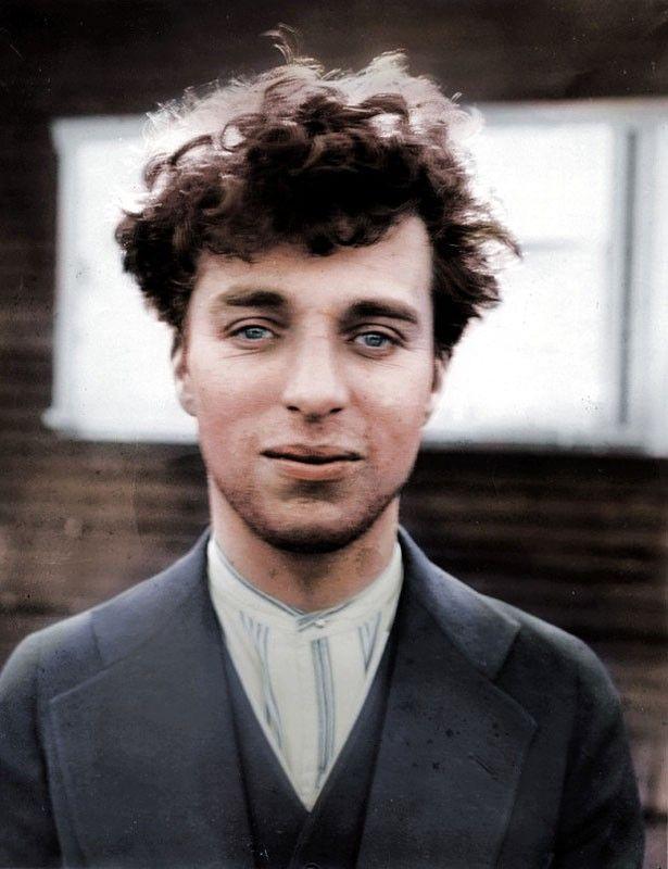 Impressionnant 54 Photos Colorisees Venues Tout Droit Du Siecle Dernier Celle D Albert Einstein Va Vous Faire R Photos Historiques Chaplin Photos Colorees