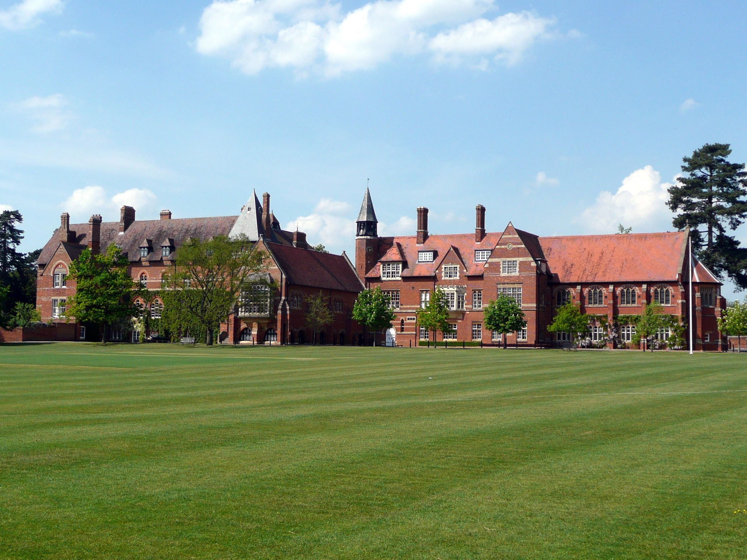 Abingdon_School,_Abingdon,_Oxfordshire,_England-23April2011.jpg 2,560×1,920 pixels