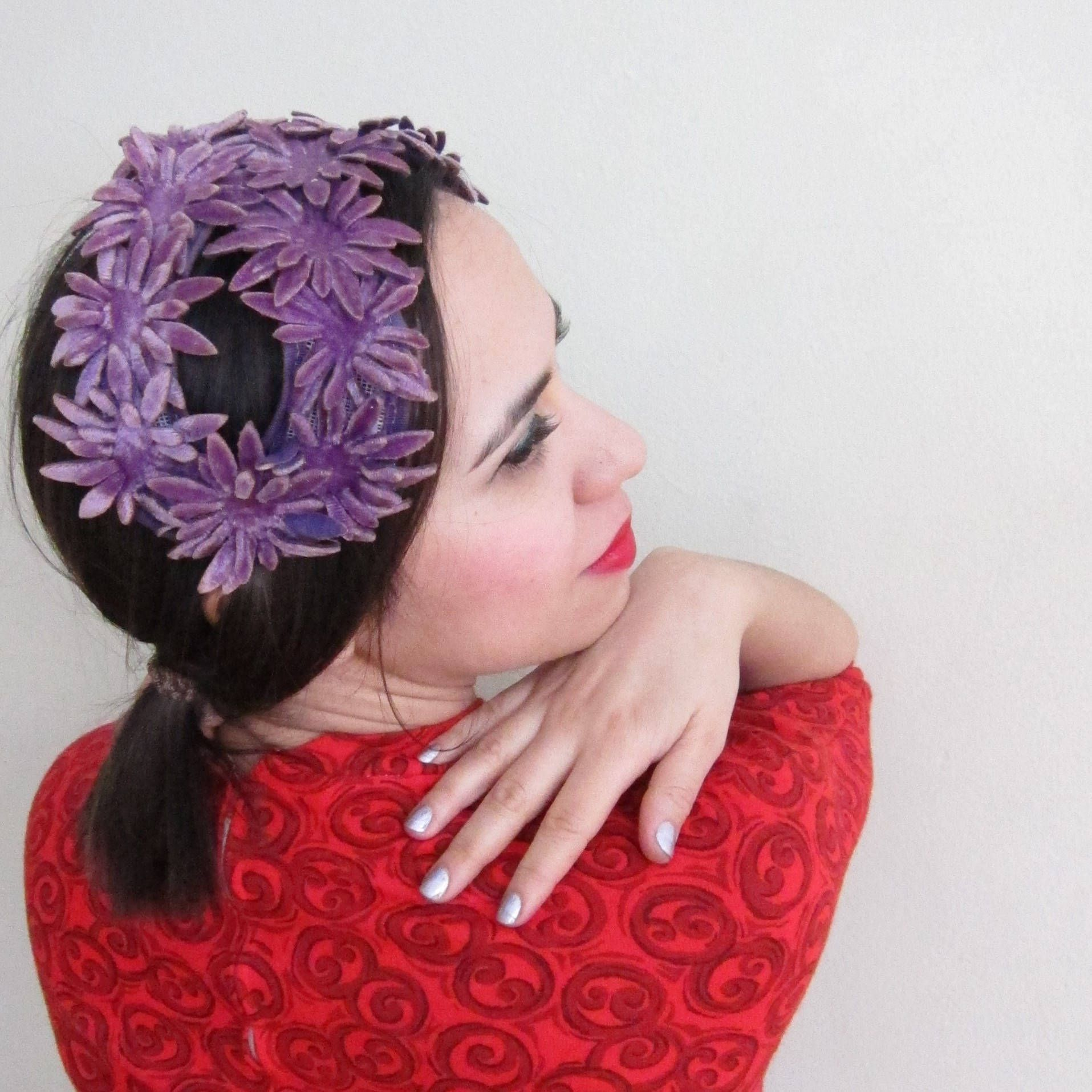 9f03954f483374 Vintage 1950s Purple Floral Headband Hat / 50s Ultraviolet Cocktail Hat  Figure Eight Daisy Flowers Bridesmaid Dressy by BasyaBerkman on Etsy