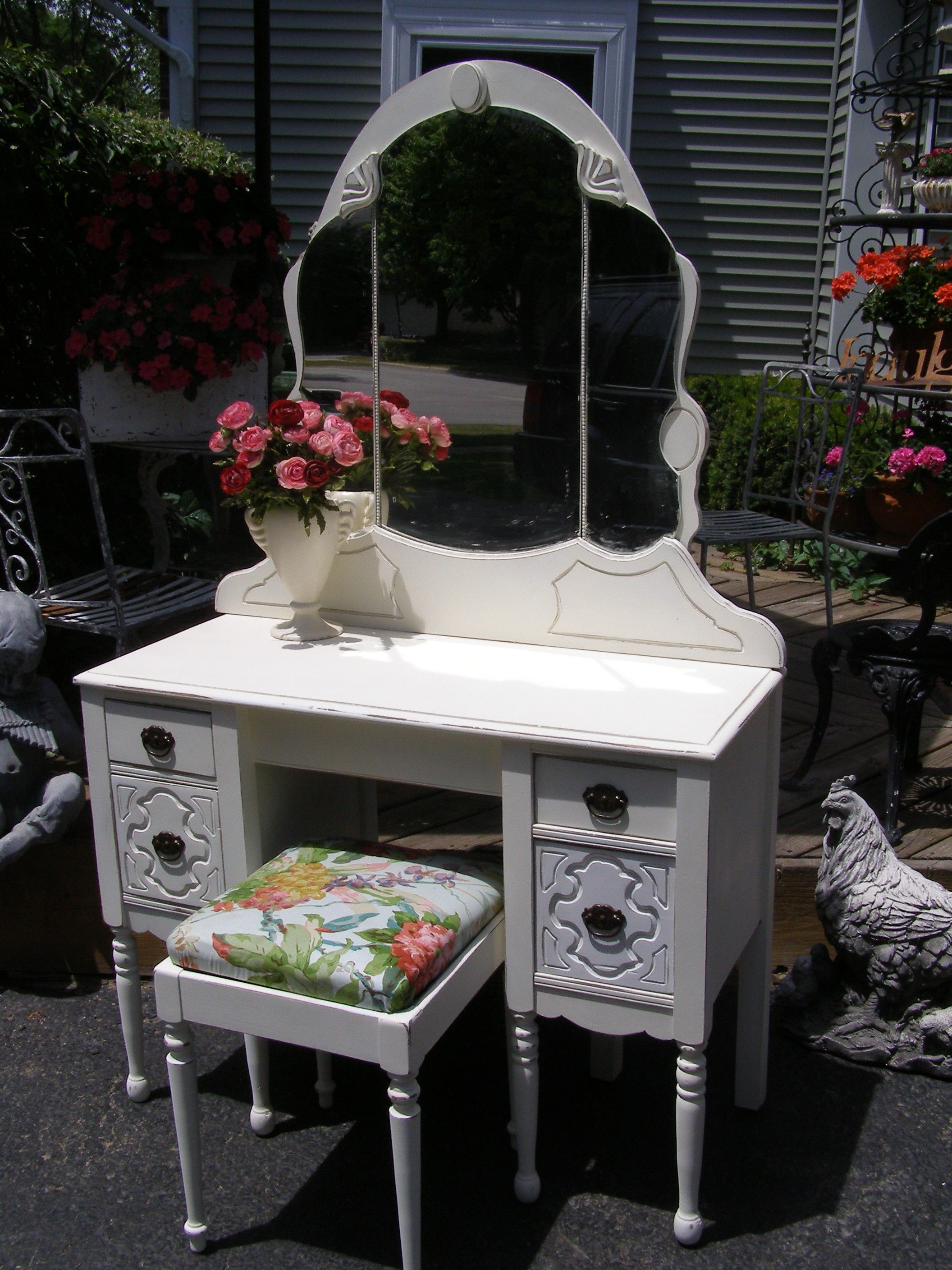 Cottage-Chic Vanity with Bench | Cottage chic vanity ...