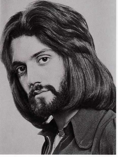 A Gallery Of Super Groovy Men S Hairdos From The Early 1970s The Wow Report 70s Hair Mens Hairstyles Model Hair