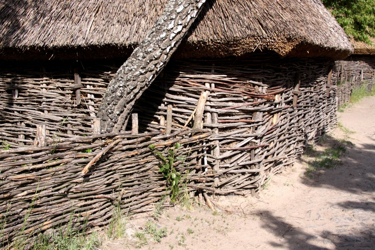 Wicker Fence And Thatch Roof Bedroom Decor