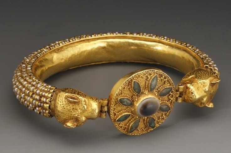 Roman Gold Bracelet With Leopard Head