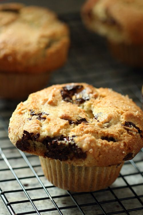 Crunchy-Top Chocolate Chip Muffins Adapted from Crumbs and Cookies Ingredients  1 1/2 cups all-purpose flour 1 tbsp baking powder 1/4 tsp sa...
