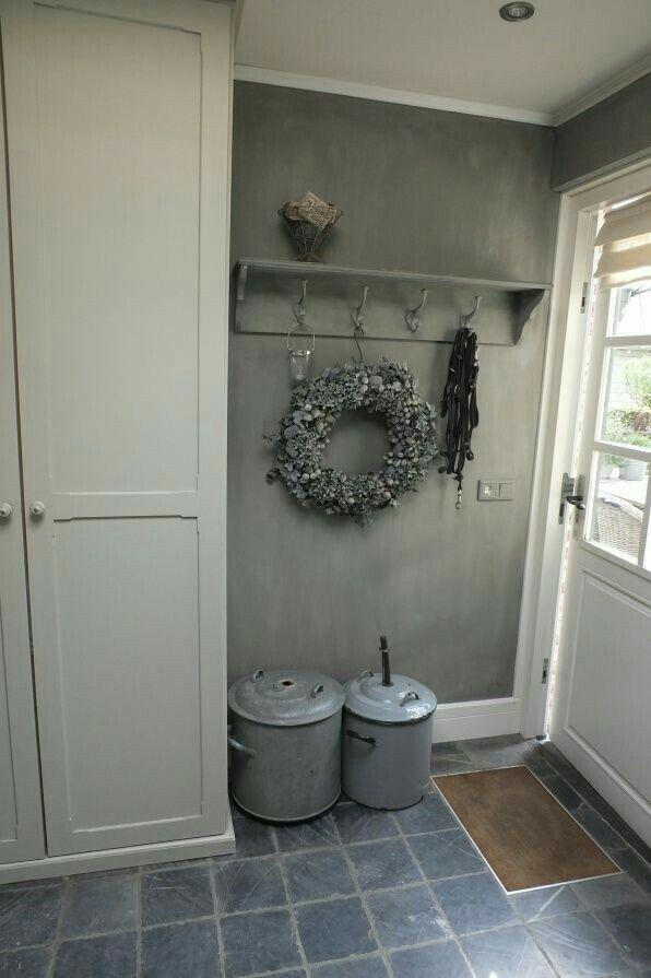 Hal in landelijke stijl grijs kapstok decoratie nieuwe huis pinterest kapstok grijs en - Moderne entreehal ...