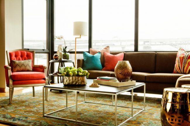 wohnzimmer-ideen-brauner-couch-bunt-akzente-dekorationen-metall - wohnzimmer ideen braune couch