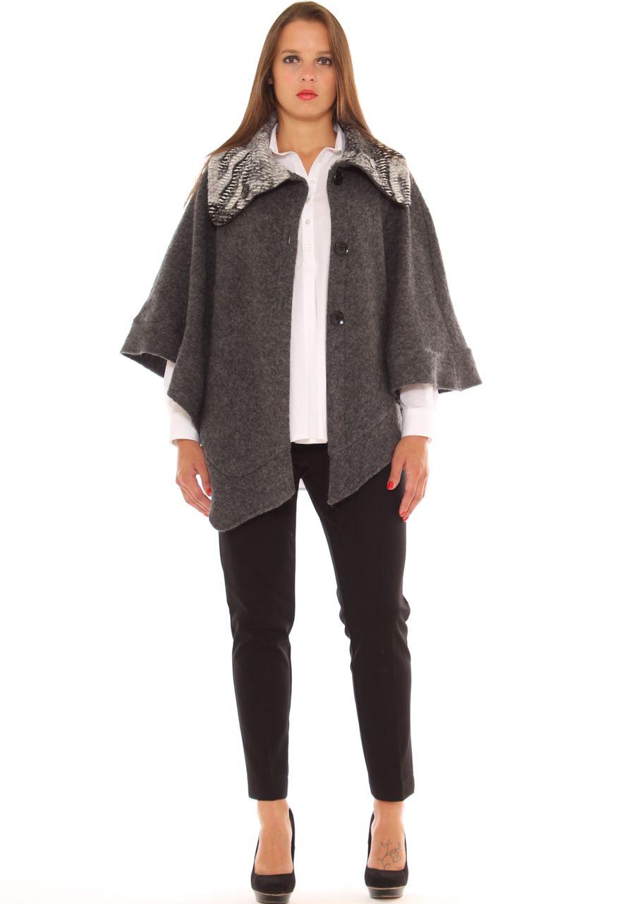 48a6482a61bd Outfit da ufficio taglie morbide poncho