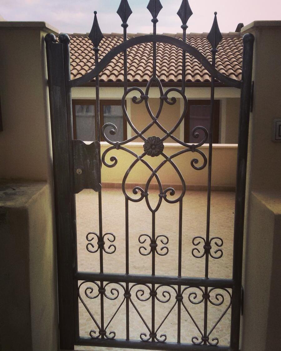 Verniciare Letto Ferro Battuto pin su gates, bars & rails