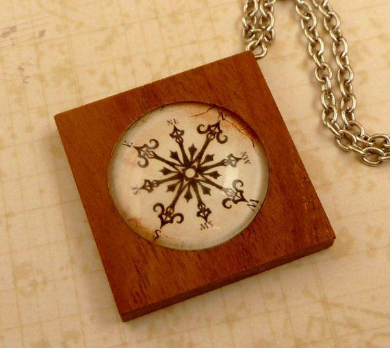 Edle Halskette aus Holz mit Kompass Motiv Seefahrt von Schmucktruhe