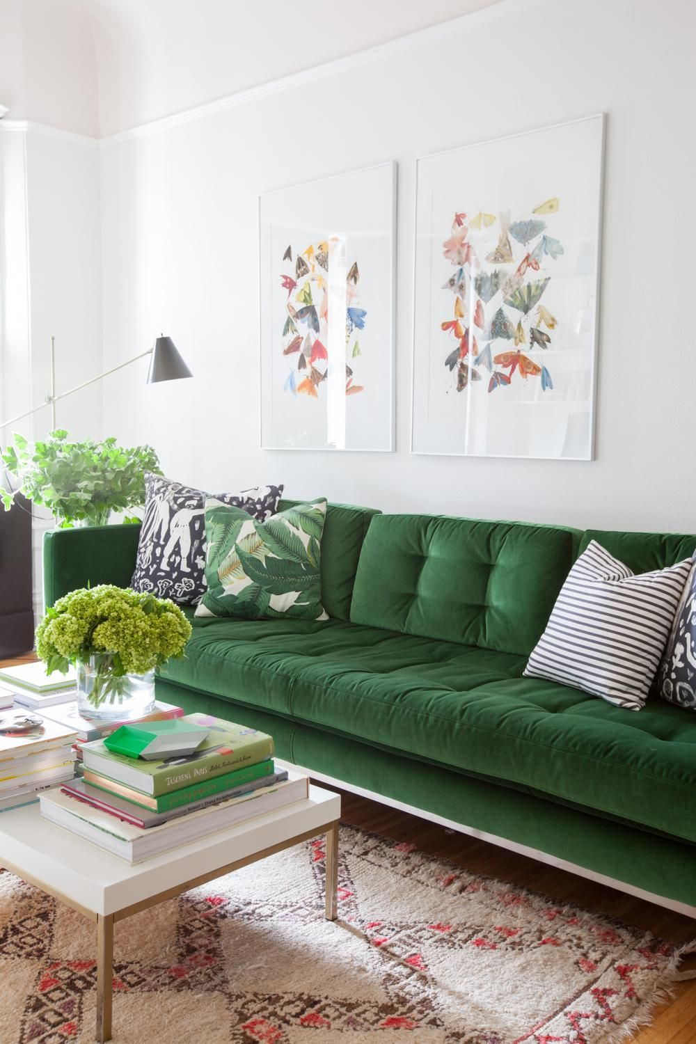 Kelly Green Velvet Tufted Sofa | 6 Velvet Home Decor Ideas To Copy Now |  StyleCaster