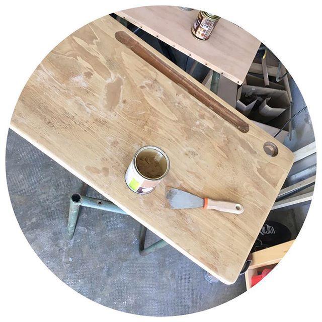 Bureau entièrement démonté bois poncé réparations en cours ! En - reparation de porte en bois