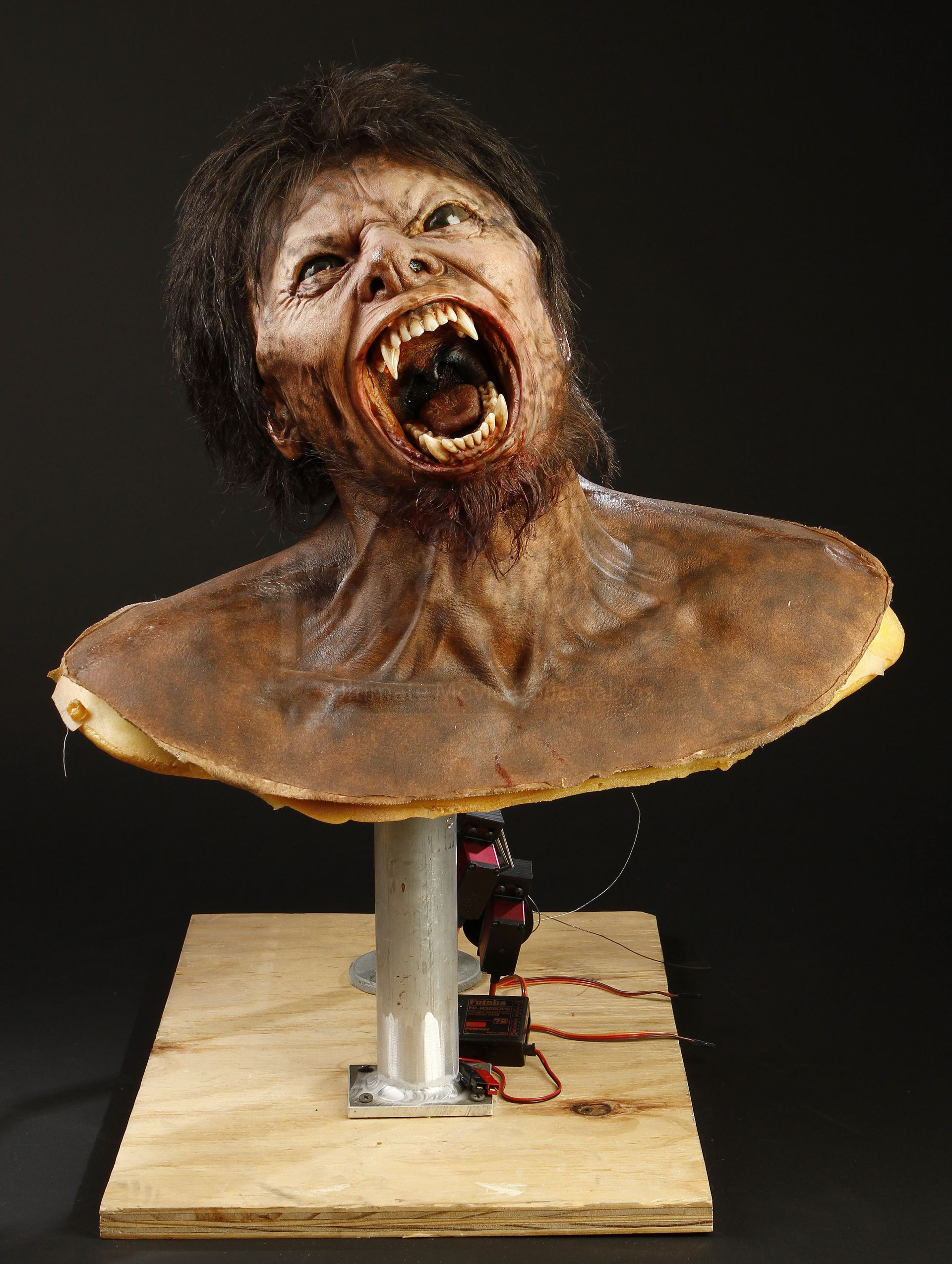 RICK BAKER AUCTION - Lot 414 - Lawrence Talbot (Benicio Del Toro) Animatronic Transformation Puppet | Prop Store - Ultimate Movie Collectables