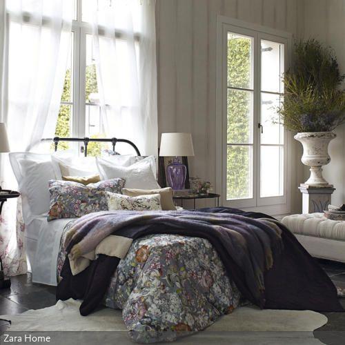 Bunte Tagesdecken Weißes schlafzimmer, Tagesdecken und Pflanzenkübel - schlafzimmer mediterran
