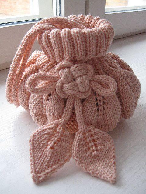 Oi amigas!  Vejam que linda essa bolsa com folhas:             FUNDO DA BOLSA PRONTO        UPDATE EM 01/05/2011      À PEDIDOS ESTOU COL...