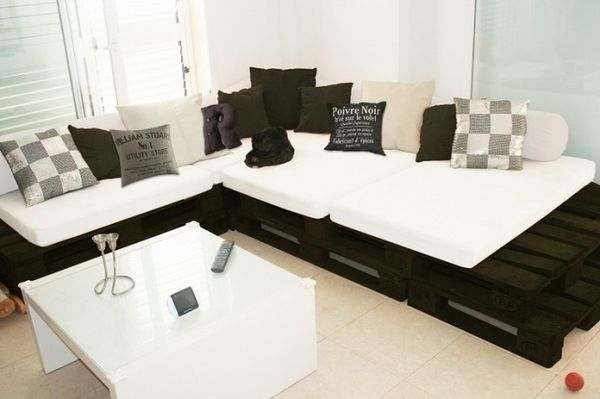DIY home furniture ideas pallet sofa black color white padding white coffee table