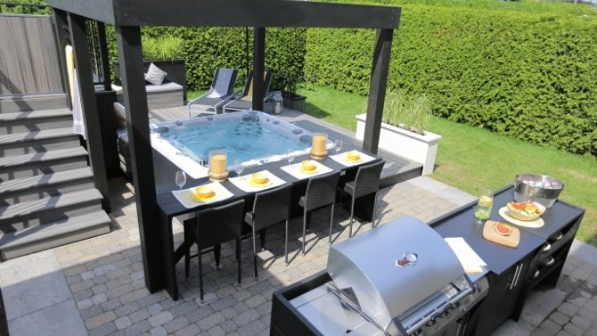 Amenagement Exterieur Autour D Un Spa Lounge Salon Coin Repas Hot Tub Backyard Hot Tub Patio Hot Tub Landscaping