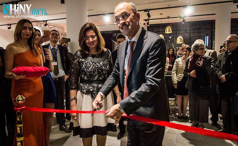 Le Nouveau Showroom De Meubles Mezghani A La Charguia 1 Devoile Au Grand Jour Shinymen Mobilier De Salon Showroom Meuble Bureau