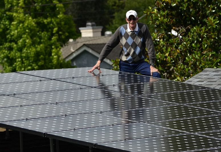 San Diego Area Homeowner Ken Stone Says He S Glad He Chose Panels Made By A Namebrand Company Like Sunpower Because When His San Diego Area Homeowner San Diego