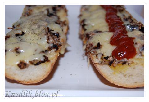 Zapiekanki : grilled sandwich or Polish version of pizza?