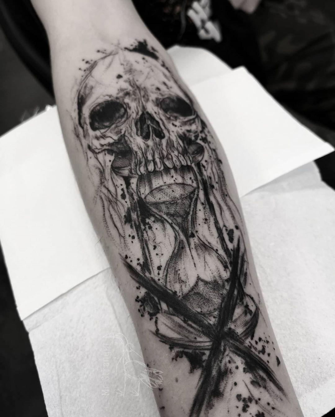 💀⏳ #mrstranger #inkartist #darkartist #blackartist #darkartists #tatuaje #inkedup #skulltattoo #tatuaz #wroclaw #wroclove #inkstinctsubmission #blackworkerssubmission #sketchtattoo #artwork #artistic #skull #hourglass #thedarkestwork #onlythedarkest #blxckink #blxckwork
